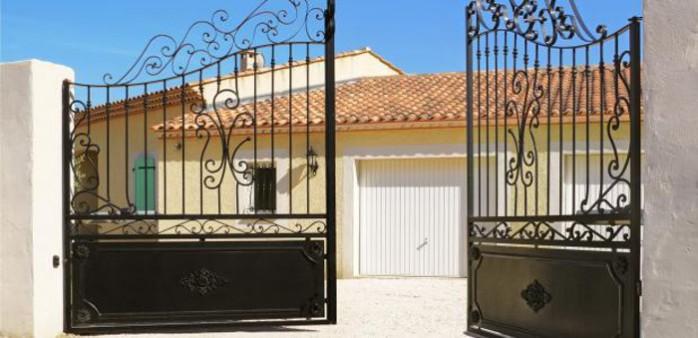 maison-traditionnelle-beau-portail